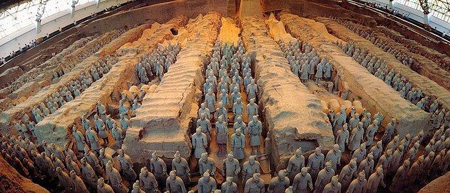 Yerin altında savaşa hazır 8 bin asker