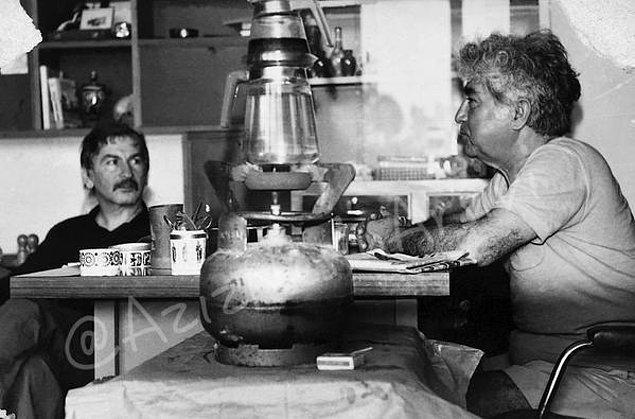 28. İlhan Selçuk'la Nesin Vakfı'nda, tiryakisi olduğu çay yine başrolde.