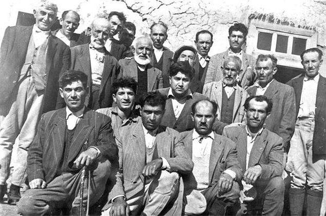 6. Fotograf 1958'den. Aziz Nesin, Gölveliler'le