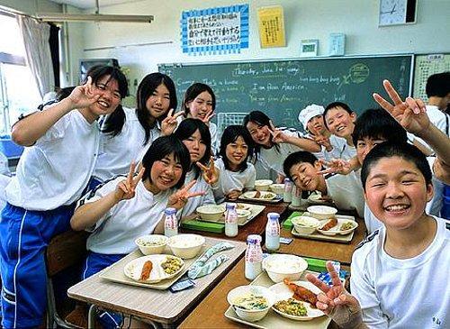 Okul çocukları için Kış sonu, öğle yemeği resim üzerine kompozisyon