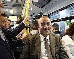 """Albayrak: """"Metrobüsle Seyahat Etmek Hoşuma Gidiyor"""""""