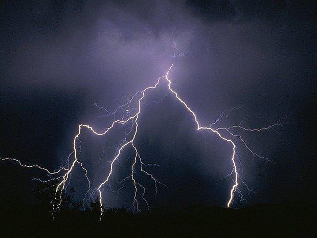 Fırtınalı, kapalı