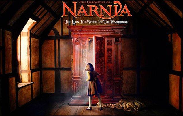 1. Her şey o dolabı keşfetmek ile başlar. Narnia'nın tuhaf geçitidir.