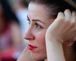 Meclis'tekiler Dâhil, Kadınlara Sürekli Güzel Olmayı Dayatmaktan Vazgeçin! | Hande Çayır | T24
