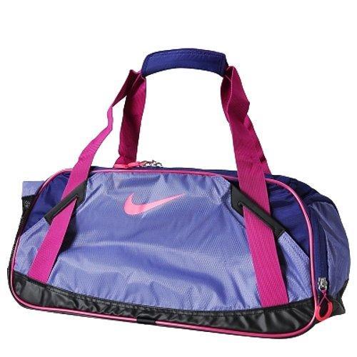 be3c599f7b364 İçerisinde şampuan havlu spor malzemeleri barındıran bavul denebilecek  çantadır .