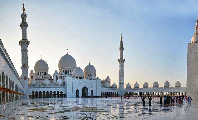 12. Şeyh Zayed Bin Sultan El Nahyan Camii, Abu Dhabi, BAE