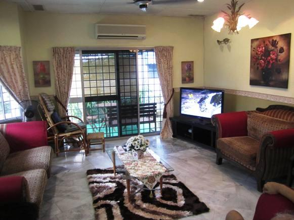 Middle Class Living Room India | www.myfamilyliving.com