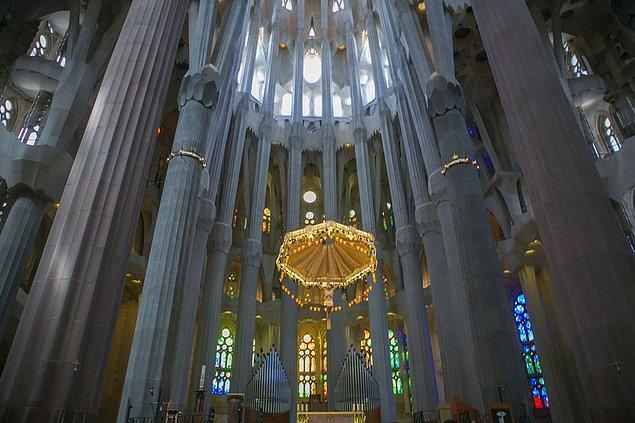 13. La Sagrada Familia; Barcelona, İspanya