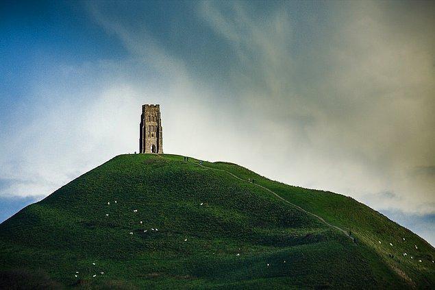 26. Glastonbury Tor; Somerset, İngiltere