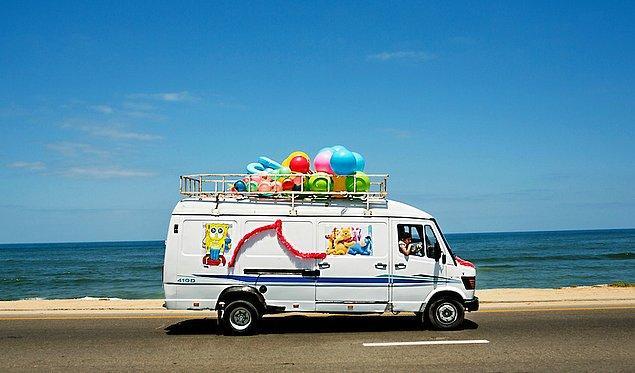 2. Gazze sahil şerisinde oyuncak satan seyyar araba