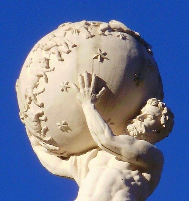 1. Atlas, Yunan mitolojisinde Iapetos ile Klymene'nin 13 çocuğundan en güçlü olanıdır. Prometheus'un da kardeşidir.