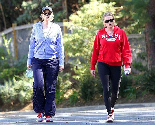 4. Telefonda kalori kontrolü sağlayan uygulamayı kullanarak 30 dakikalık yürüyüş yapmak.