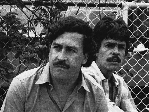 Escobar içinde polis, gazeteci ve yargıç gibi meslek gruplarına mensup yaklaşık 4000 kişiyi öldürmekle sorumlu.