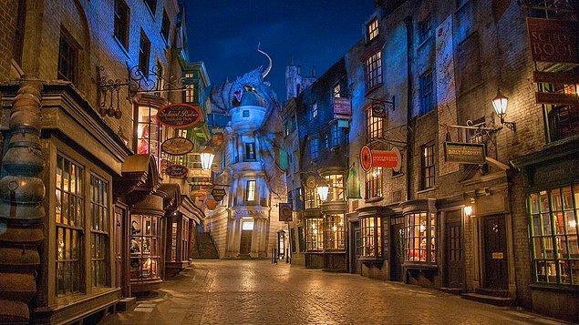 8. Diagon Alley (Harry Potter Evreni)