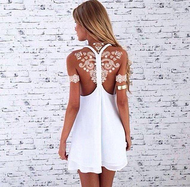 Белая хна очень хорошо сочетается с загорелой кожей и белым платьем.