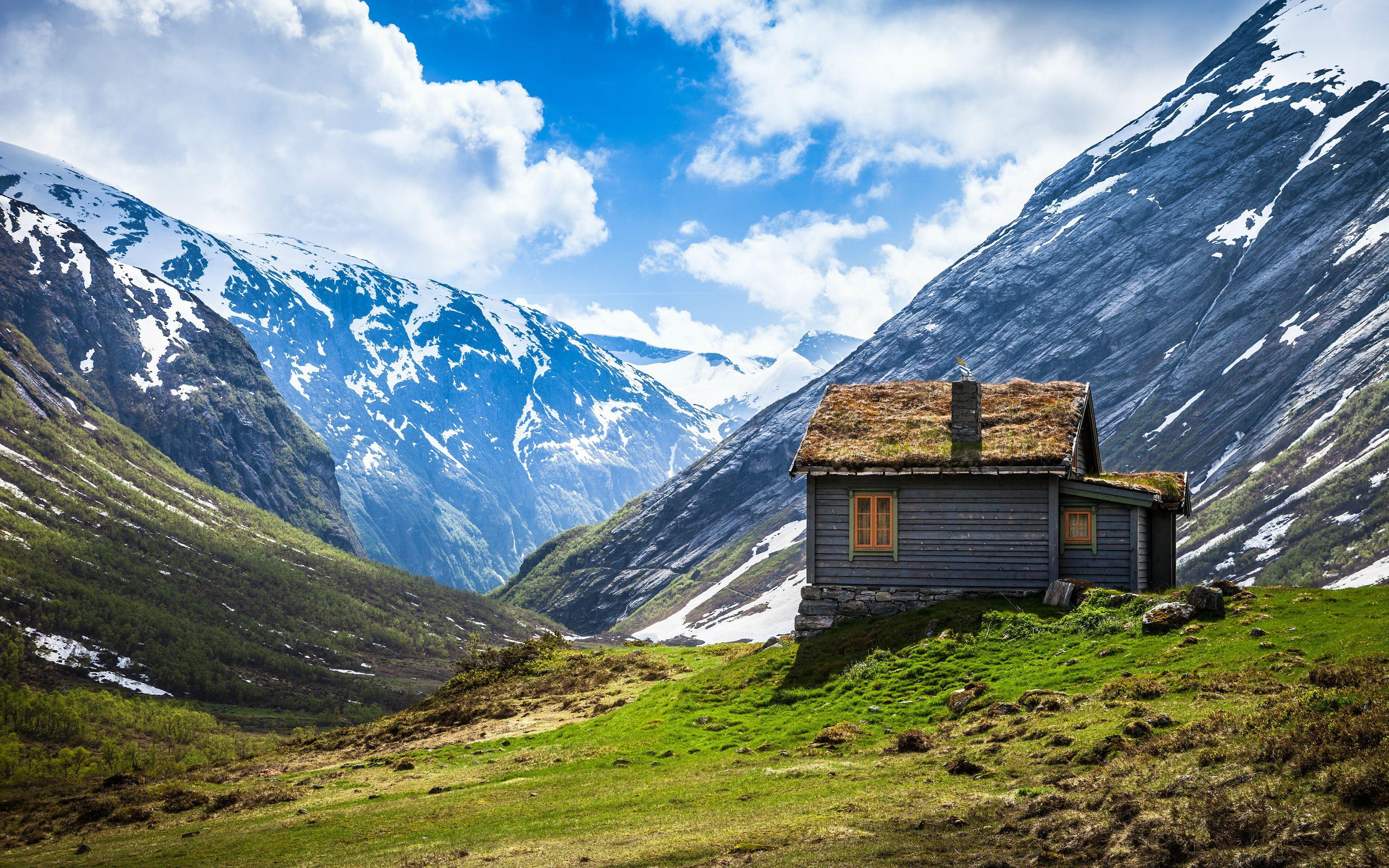 Небольшой домик в горах цена