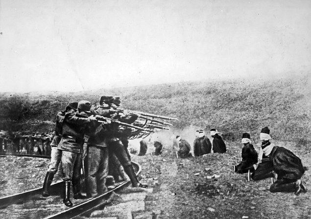 16. 1921 yılının ilk günü İzmir'in Balçova semtinin İnciraltı sahilindeki İşgal Kuvvetleri Komutanlığı Karargahında kurşuna dizilirler.