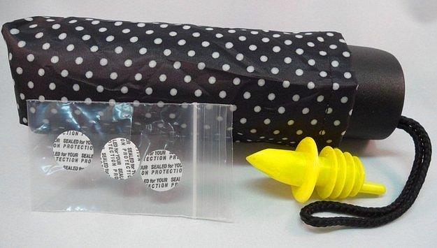 Носи с собой этот зонтик повсюду, не вызывая подозрений, просто ты всегда готова к погодным неожиданностям, что в этом такого :)