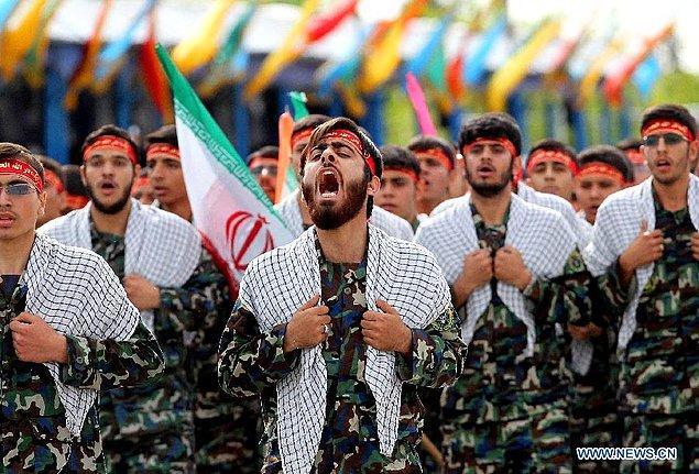 İran ordusu Kızılay meydanında!