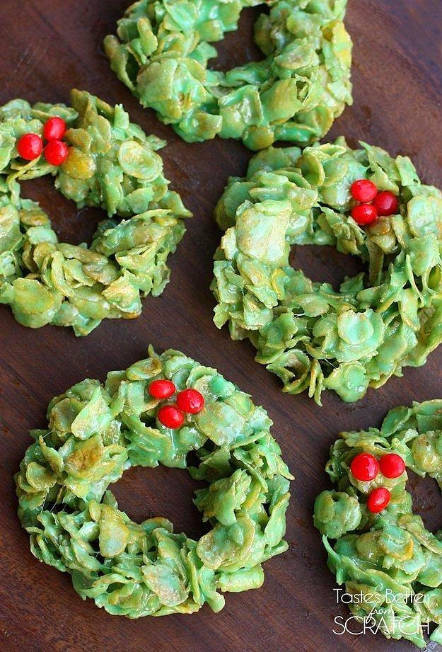 Рождественская гирлянда из кукурузных хлопьев.