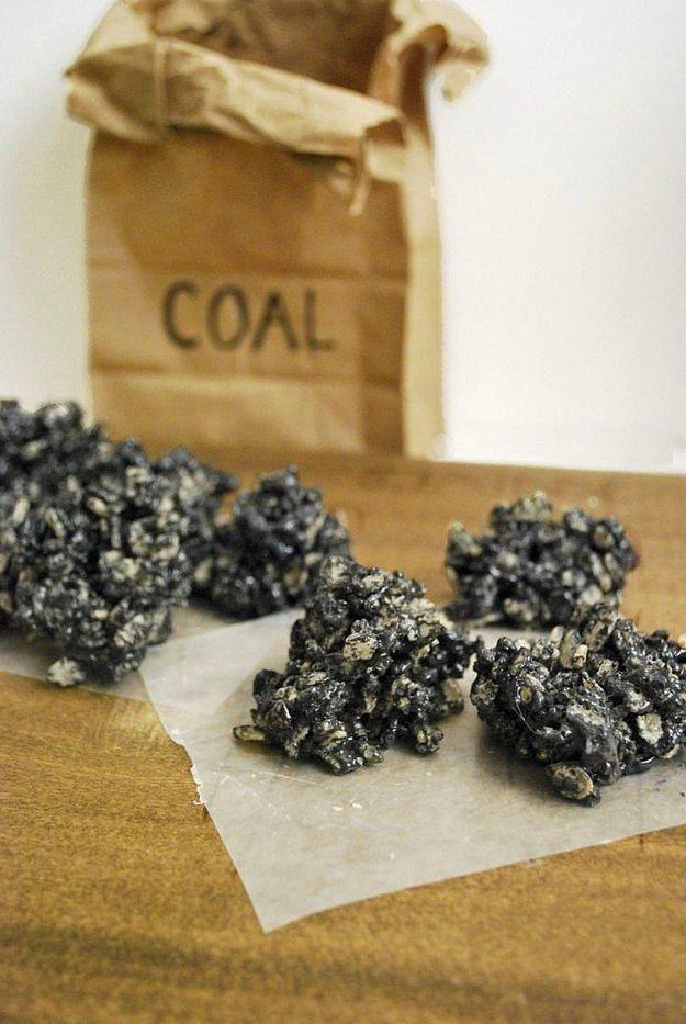 «Куски угля» из рисовых хлопьев.
