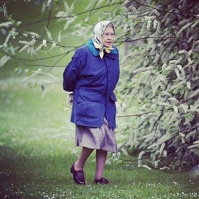 22. İngiltere kraliçesi II. Elizabeth.