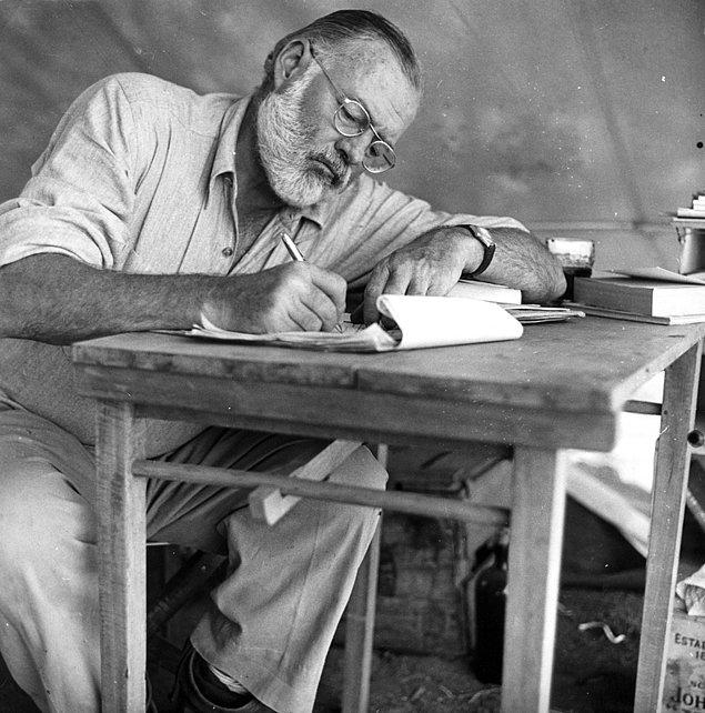 Эрнест Хемингуэй рекомендует: 16 книг для начинающего писателя