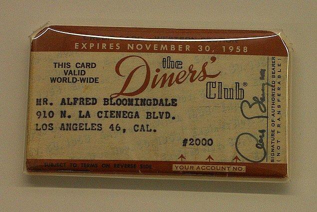 7. 'Diner's Club Cart' çatısı altında 14 restoran birleşti ve kart sahiplerinden yılda üç dolar aidat kesmeye başladı.