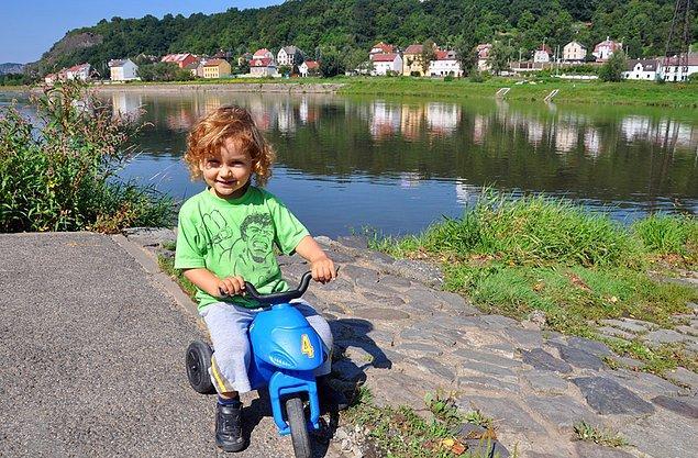 16. Slovakya'da oğlumuza alıştırma bisikleti alıyoruz.