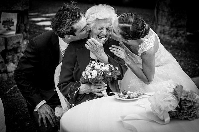 Такой трогательный эмоциональный момент затмил остальные фото в номинации «Семейная любовь».
