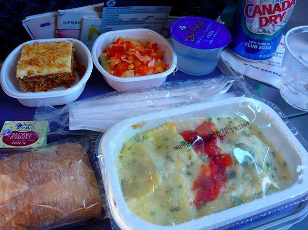 6. Amerikan Hava Yolları'nın ekonomi sınıfı yemeği: