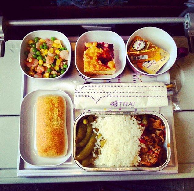 17. Thai Hava Yolları'ndan ekonomi sınıfı yemek: