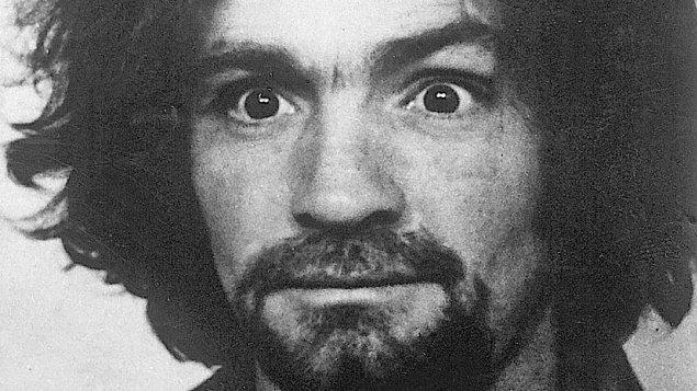 9. Bir seri katil olarak birçok hayranı (!) bulunan Charles Manson, 7 kişinin ölümünden sorumlu.