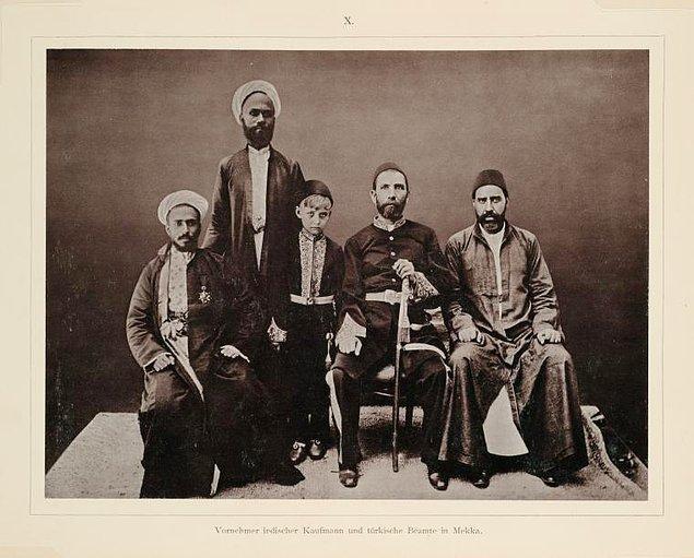 8. Zengin Hintli bir iş adamı ve Türk yetkililer, Mekke, 1888.