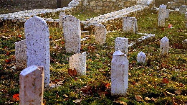 'Her mezar taşı tarihin bir kesitini açığa çıkarıyor'