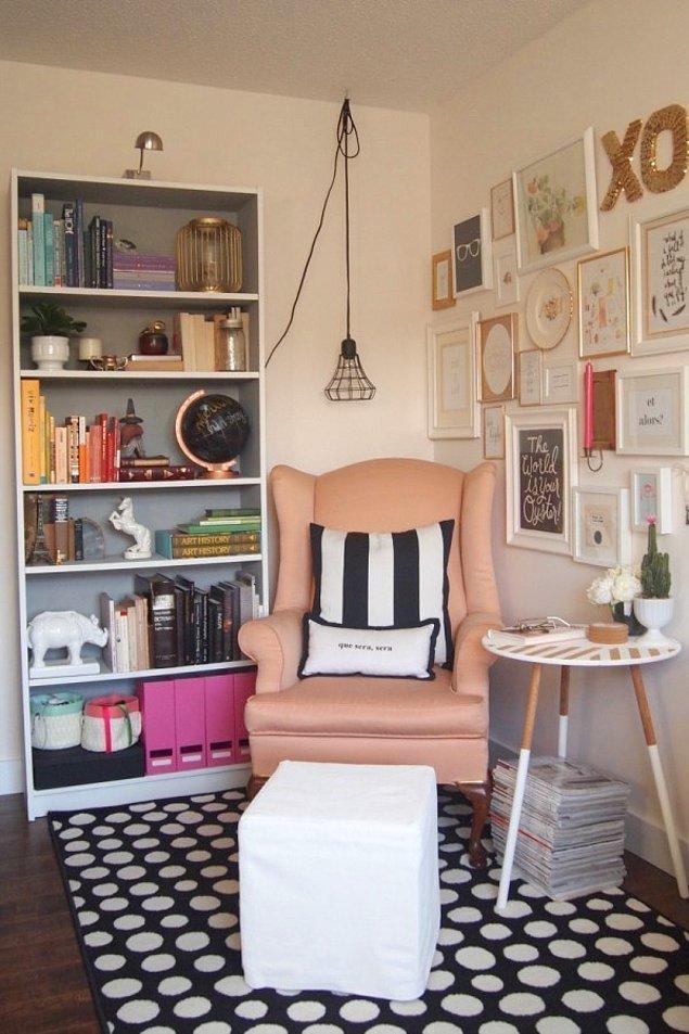 """8. Bir koltuk, bir yastık ve bir sehpa kapıp """"okuma köşenizi"""" yaratın"""