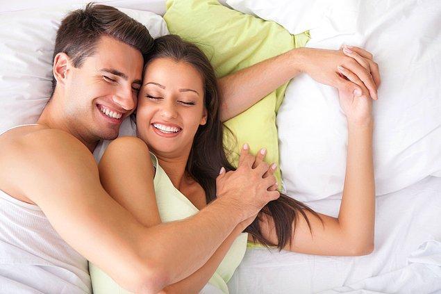 5. Önsevişme sırasında partnerinizin tüm vücuduyla ilgilenin. Örneğin bileğin iç tarafı, en az diğer yerler kadar duyarlı olabilir.