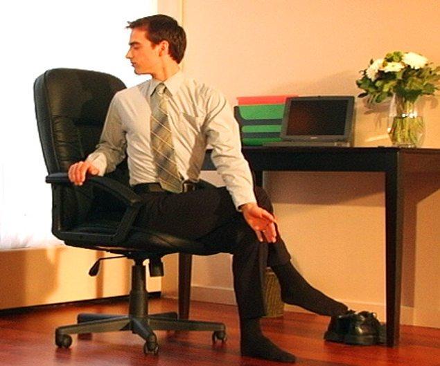 6. Hareketsizlikten araları kapanan omurlar sinir sıkışmasına, dolayısıyla ağrı ve acıya yol açar.