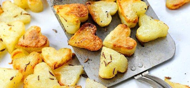 Если блюда вам показались сложными, то сделайте гарнир в форме сердца.