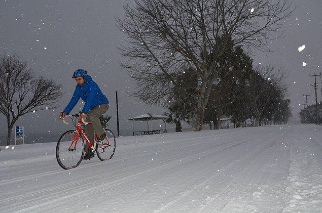 """3. ...kışın dahi bisiklet sürecek kadar """"deli"""" olsa çok iyi olur. Hatta bebekleri olmadan önce..."""