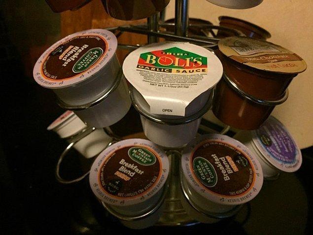 Положить в чашку кофе не сливки, а чесночный соус.