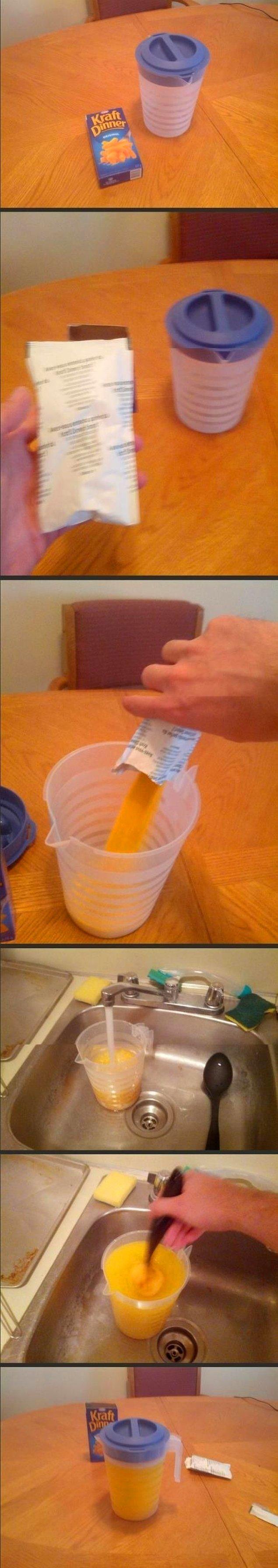 Налить в стакан не протеиновую смесь, а соус для спагетти.