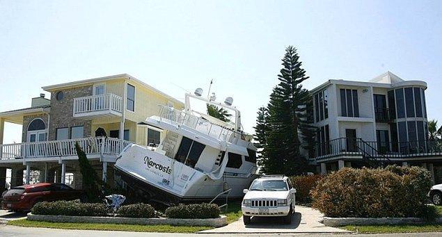 Как эта яхта оказалась там?!