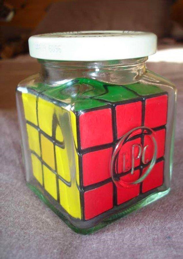 Как этот кубик Рубика оказался в этой банке?!