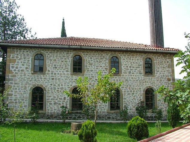 10. Merkez Camii'nin yanı sıra tarihî camiileri de ziyaret edebilirsiniz.