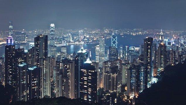 1. Bu güzel şehir ışıklarının içinde kendini nasıl hissederdin bakalım?