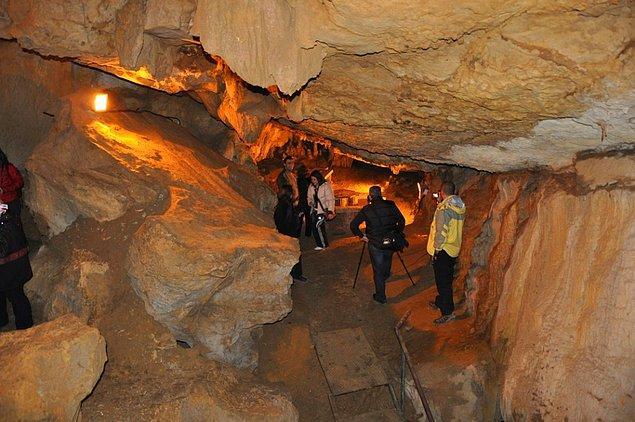5. Turizme açık olan Fakıllı Mağarası'nı gezebilir, ayrıca doğa yürüyüşü vb. alternatif sporları yapabilirsiniz.