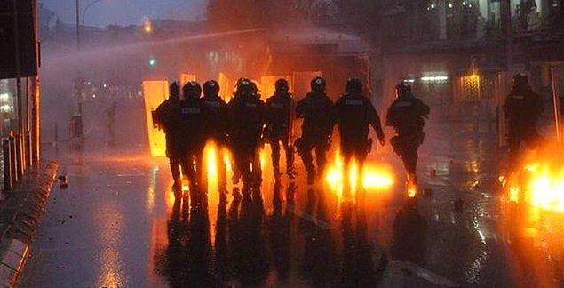 Muhalifler polisle çatıştı