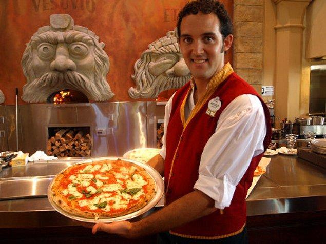 48. Napoli'de dünyanın en lezzetli pizzalarını tadın.