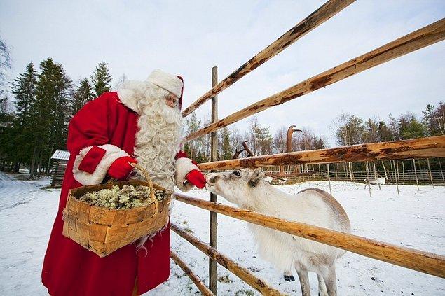 56. Finlandiya'daki Noel Baba'yı ziyaret edin.